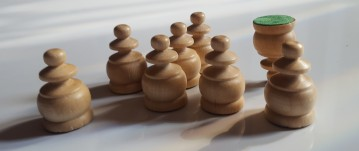 Non-conformist chess pieces